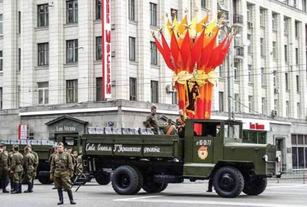 «ПсевдоЗИСы» на параде Победы: история, которой лучше бы не случаться