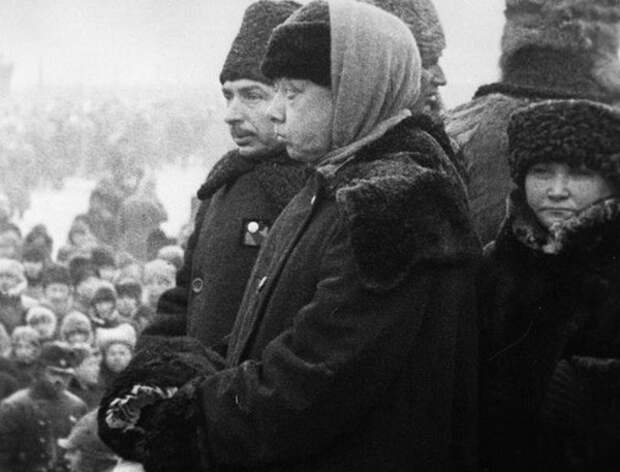 Н. Крупская на похоронах Ленина