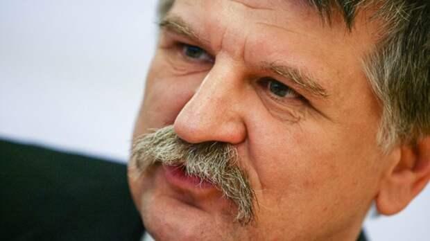Кёвер поддержвает Россию, называя украинский кризис «цирком»