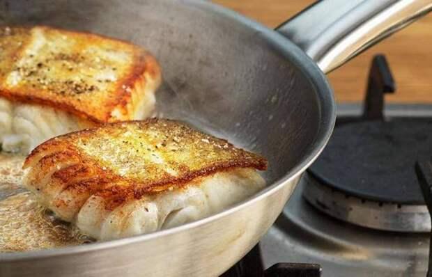 Простой способ, как пожарить рыбу без неприятного запаха по всей квартире
