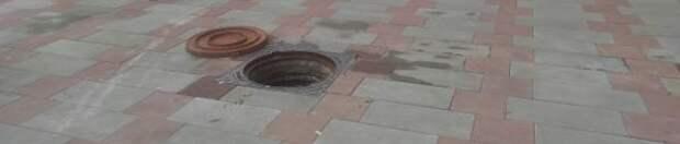 Опасный люк закрыли на улице Маршала Василевского