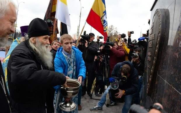 Илий освещает памятник Ивану Грозному