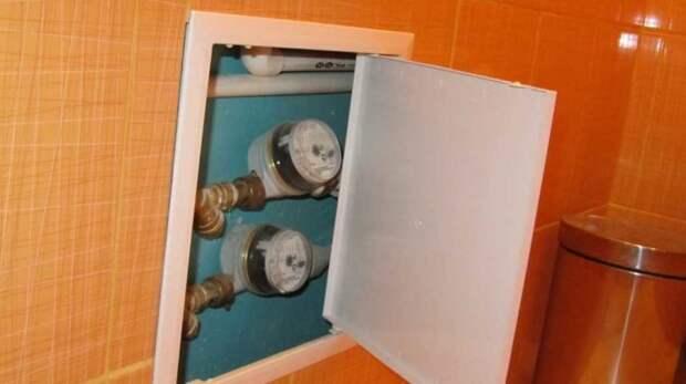 Как красиво спрятать все трубы в ванной и не вмуровывать их в стены
