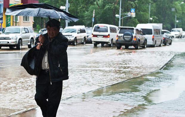 Россия во власти непогоды: ураганный ветер, ливни и мокрый снег