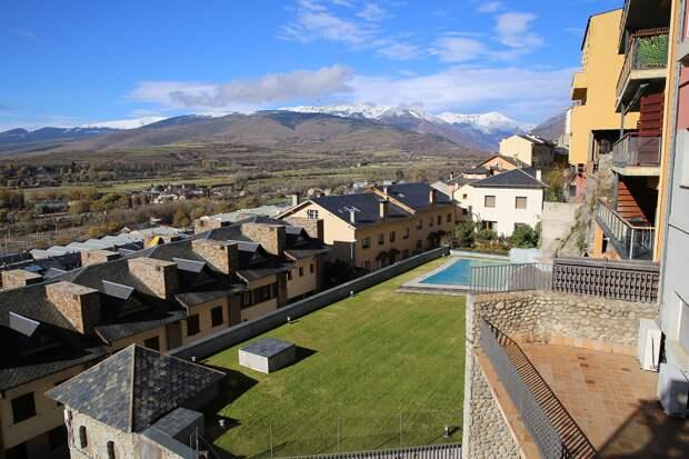 Города Каталонии: Пучсерда известна в Европе своими ярмарками лошадей и горнолыжным курортом