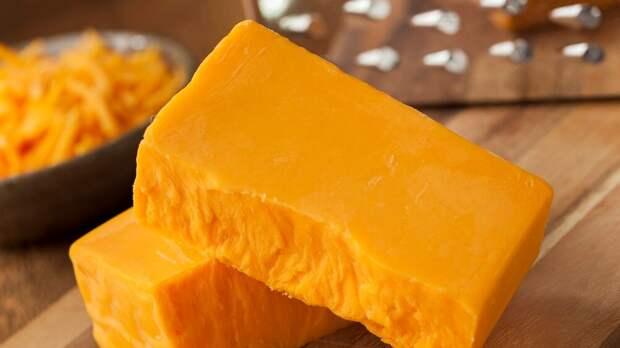 Мужчина съедает несколько килограммов сыра в день, но выглядит как качок. А что, так можно?