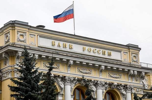 В России станет меньше наличных денег