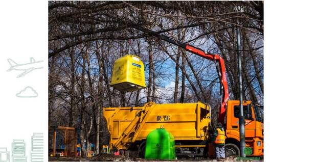 Контейнеры по сбору пластика установлены в Строгине в скверах и возле метро