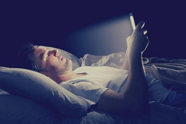 Почему запрещается спать со смартфоном