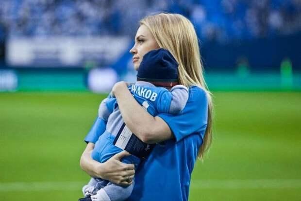 Милана Кержакова рассказао о пьянстве матери и изменах супруга