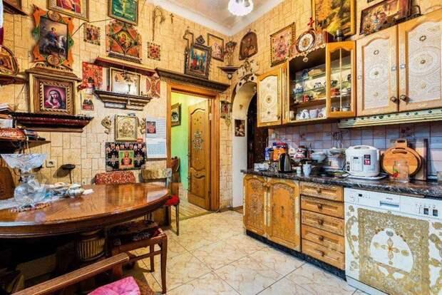 та же квартира... на кухне идиотизм, молитвенник, перестарались, религия, рпц, странные артефакты, экспозиции