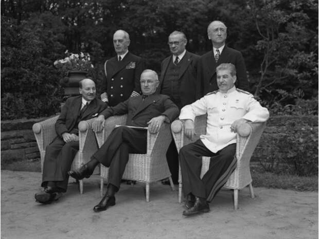 Отсудить и расчленить: что значит для Украины иск Лихтенштейна против Чехии