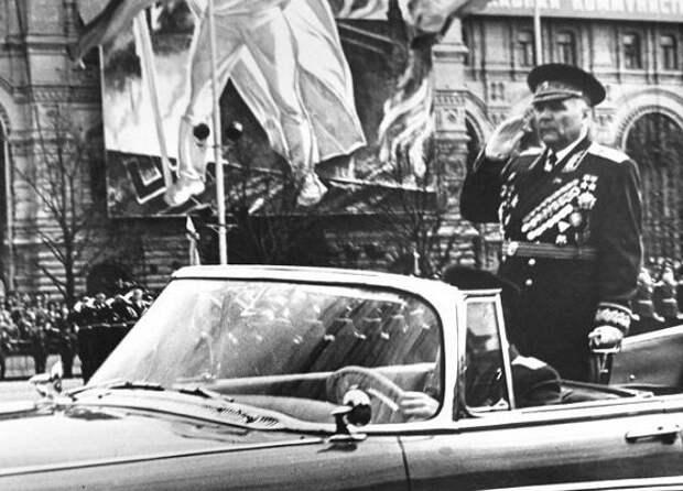 Почему до Брежнева военные парады в СССР проходили 1 мая