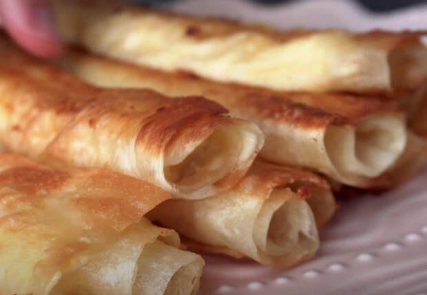 Лаваш вместо оладьев: жарим и добавляем сыр