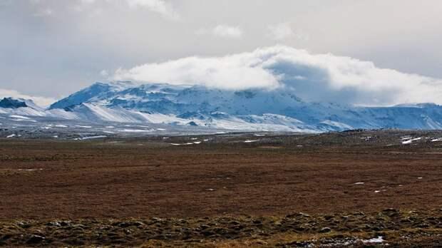 http://esgeo.ru/Foto/Island/Hengill/vulkan_khengidl_izdaleka.jpg