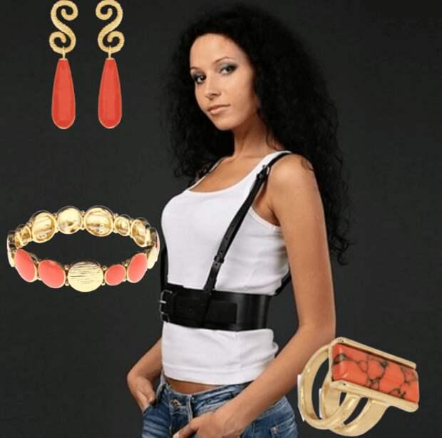 Портупея, джинсы, белая майка, серьги, браслет, кольцо