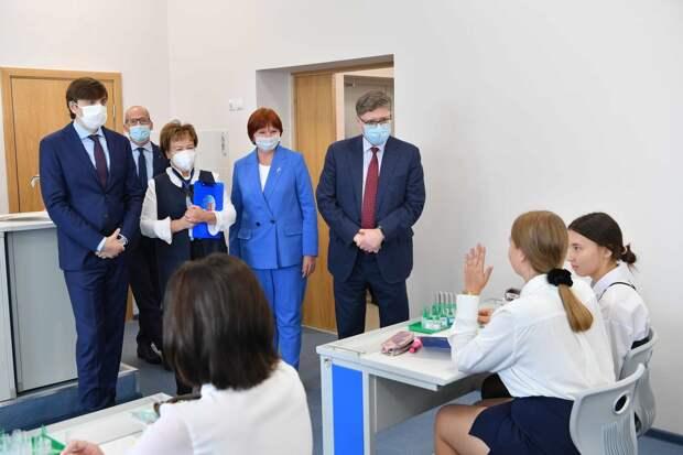 Министр просвещения России посетил Удмуртию с рабочим визитом