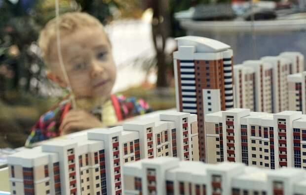 Сотни сирот годами не могут получить собственное жилье