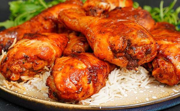 Добавляем в маринад немного меда. Он усиливает вкус любого мяса и курицы