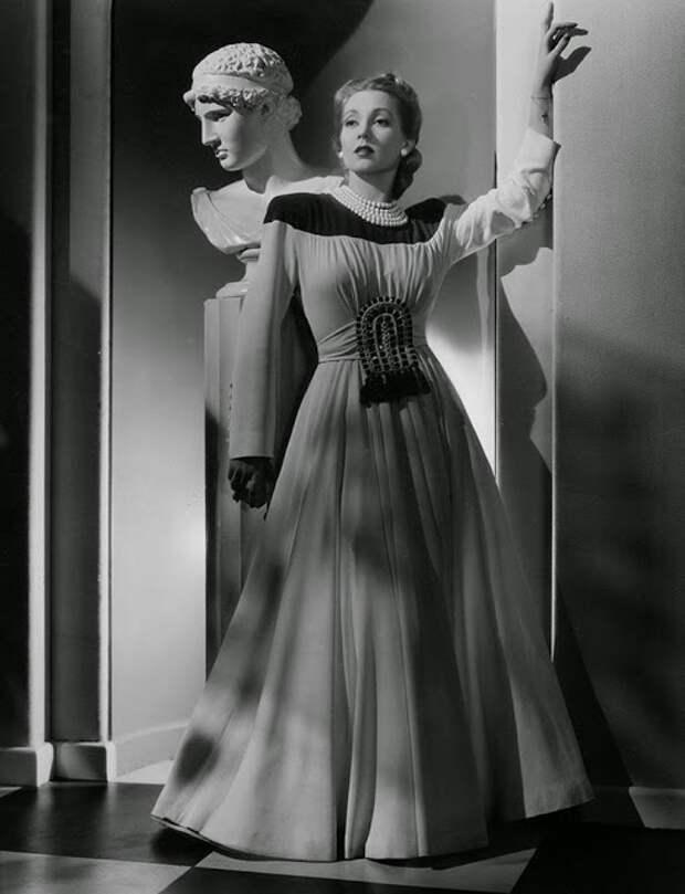 Монументальная красота богинь черно-белой эры голливуда.