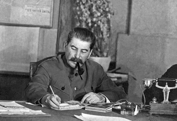 Почерк Сталина: что о нём говорят графологи
