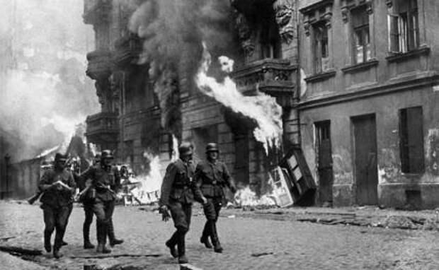 На фото: немецкие солдаты во время Второй мировой войны