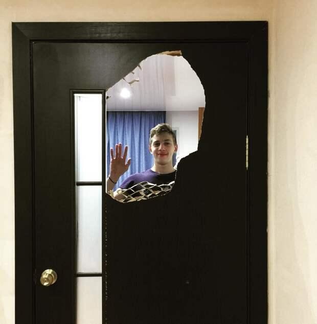 """15. """"Сынок, что с дверью в твою комнату?!"""" накосячили, оно само, ошибка, смешно, фото, юмор, я не специально, я случайно"""