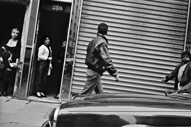 Труженицы секс-индустрии с улицы Сен-Дени. Фотограф Массимо Сормонта 35