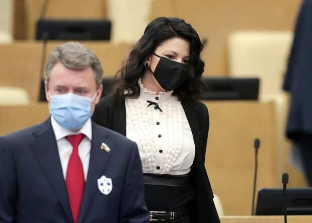 Володин сообщил об использовании депутатами значка для отпугивания вируса