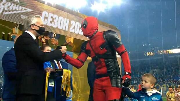 Дзюба получил золотую медаль в костюме Дэдпула