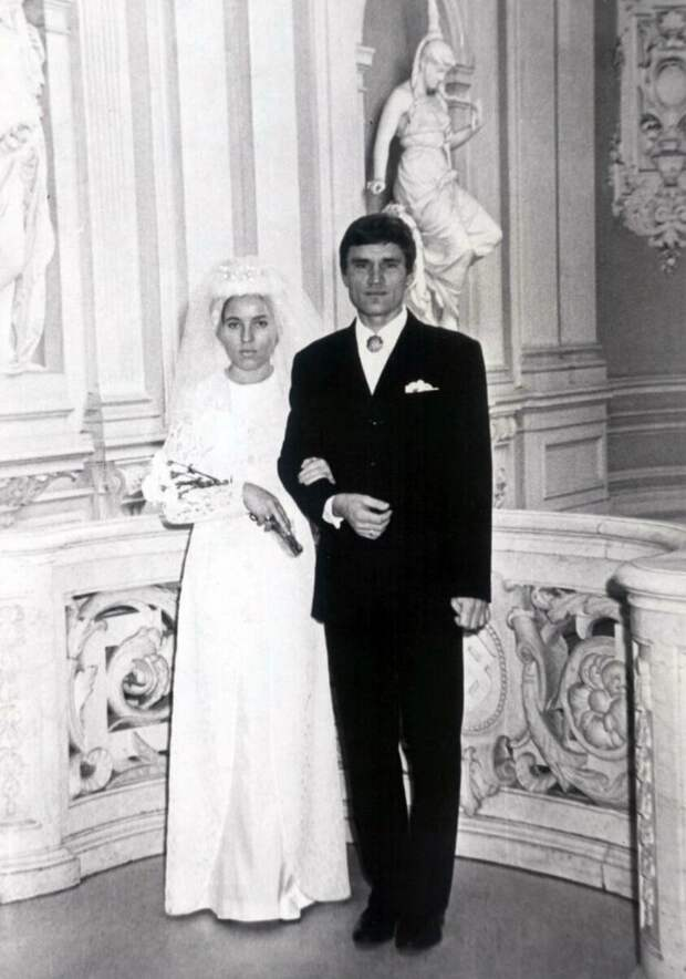 От Кобзона до Тарзана: свадебные фото звезд из первого Дворца Бракосочетаний Петербурга