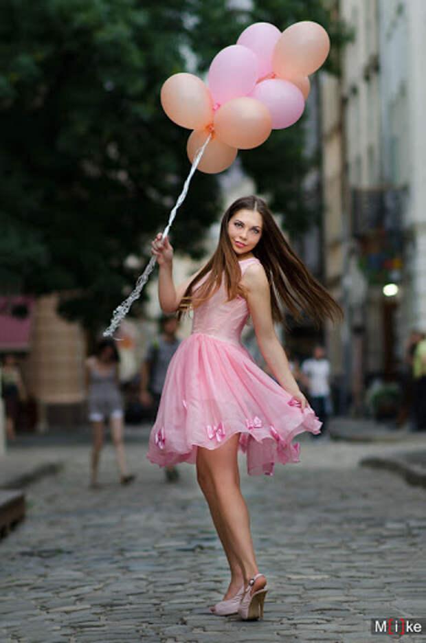 Девушка с шариками на львовских улицах | Mike's Benkovich photos ...