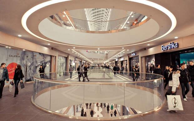 В Санкт-Петербурге для посетителей открыли все торговые центры