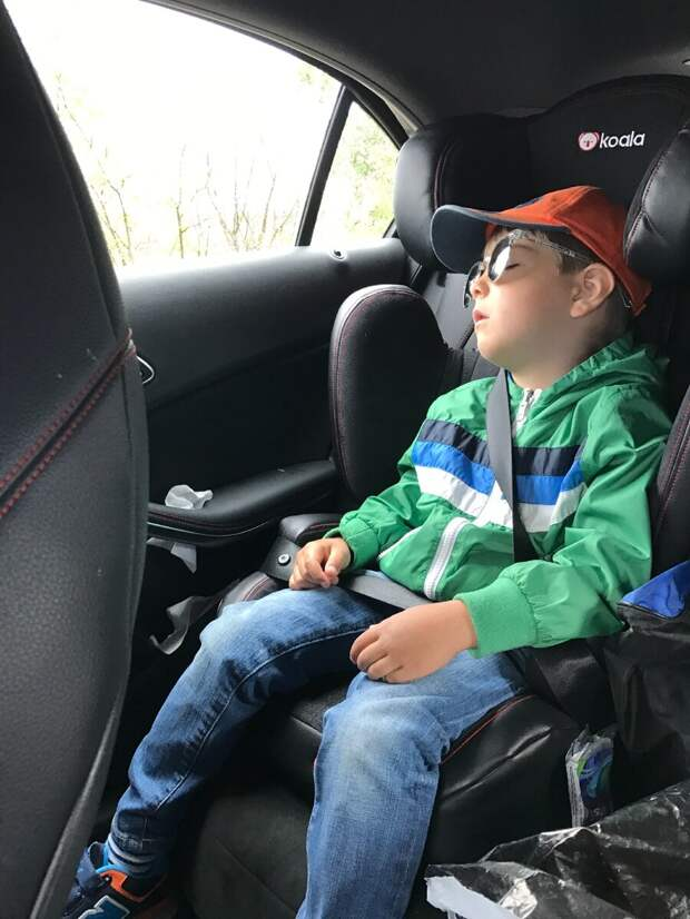 С детьми в машине может быть весело и интересно