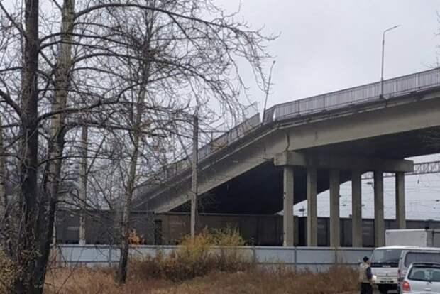 Автомобильный мост рассыпался как карточный домик. Пострадавший госпитализирован