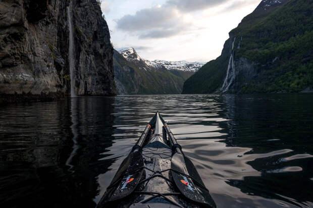 Гейрангер-фьорд около водопада Семи сестер