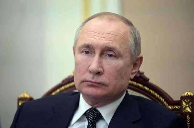 В Петербурге Путин передаст Эрмитажу церковную утварь