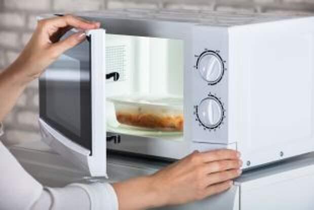 Три минуты и готово. Можно ли готовить вкусно и полезно в микроволновке?