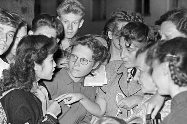 Джинсы и рок-н-ролл: как московский фестиваль 1957 года изменил СССР