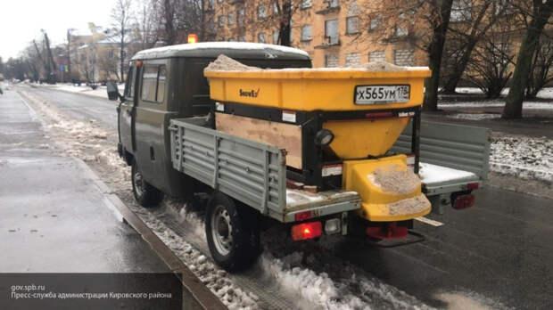 Больше тысячи дворников ликвидировали последствия снегопада в Петербурге