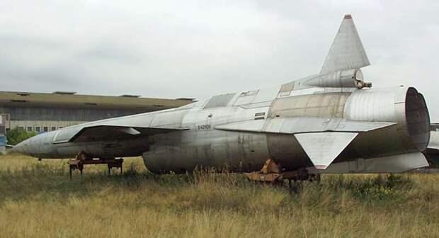 Tu-123Tupolev.jpg