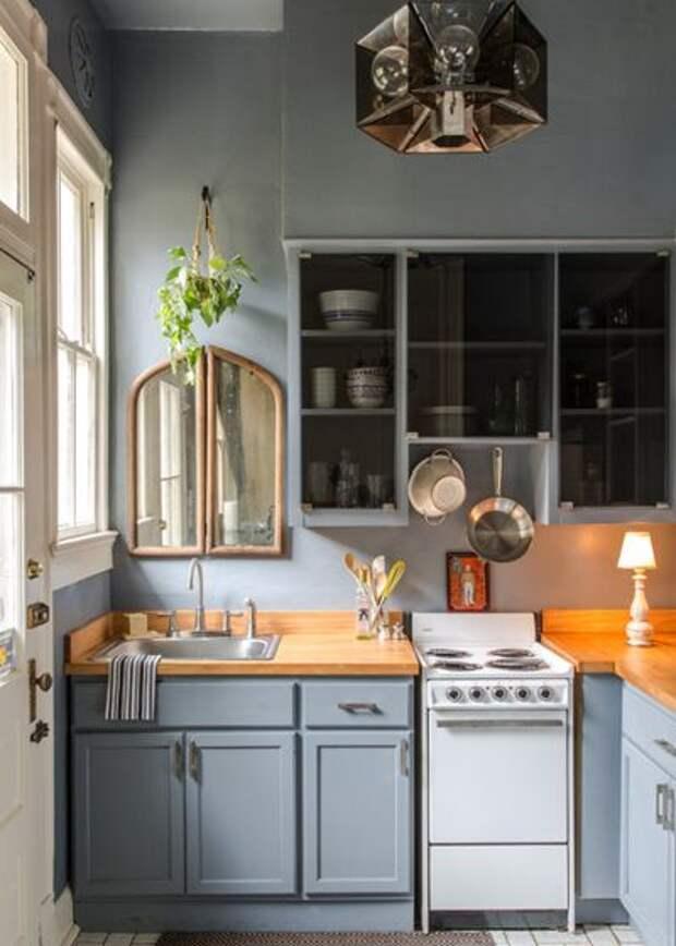 Классический Кухня by Logan Killen Interiors