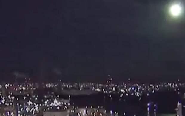 Видео падения огромного болида в Японии сняли очевидцы