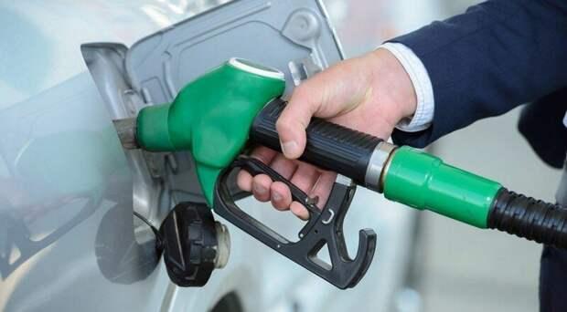 Однако о снижении цен на топливо речи не идёт. Более того, во многих регионах россии автомобилисты отмечают повышение цен на топливо. ynews, авто, бензин, интересное, переизбыток, топливо, фото