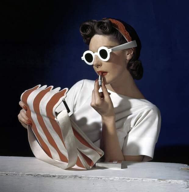 1939-horst-p-horst-lipstick-vogue-1939.jpg