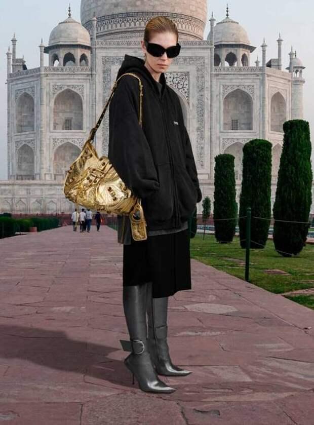 Модная кругосветка: Balenciaga снял лукбук новой коллекции Pre-Fall 2021 на фоне достопримечательностей стран мира