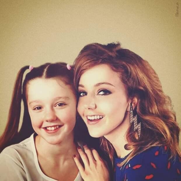 «Сквозь время»: 30 российских знаменитостей, позирующих с молодыми версиями себя