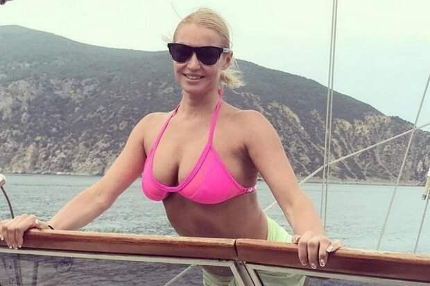 Ноги Волочковой «разлетелись» по очередной яхте (ФОТО)
