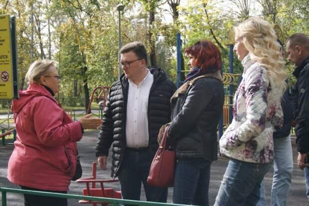 Состояние дворов, подъездов и остановок проверили во время субботнего обхода с жителями Алтуфьева
