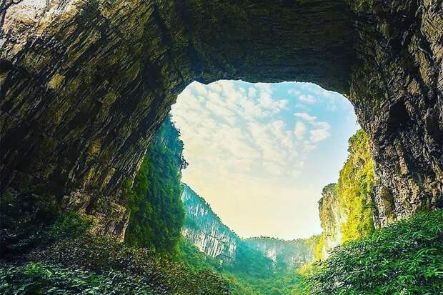Жители Лианозова посетили парк на юге Китая онлайн